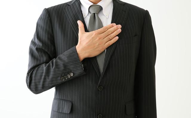 スーツ姿の男性 信条